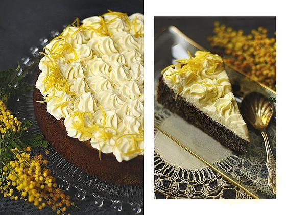 A máktortánk egy egy igazi őszi színű torta, a fekete mákszemekkel, és a sárgás citromhabbal a tetején. Egyszerre könnyű és karakteres, raáadásul lisztérzékeny születésnaposok is bátran fogyaszthatják!
