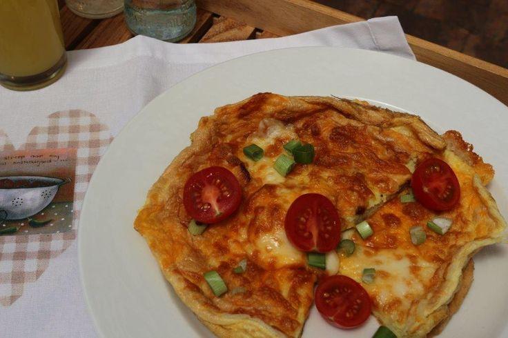 Soufflé omelette Daar is niks so lekker vir my om te bederf met ontbyt in die bed, my man se gunsteling is natuurlik 'n omelet. Hierdie resep klink erg meer complicated as wat dit rêrig is…