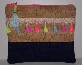 Handmade crochet clutch with ethnic touch por Remysoneandonly