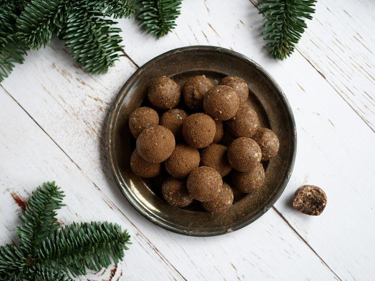 Recept: Nyttiga pepparkakskulor. Dessa små pepparkaksbollar är ett perfekt alternativ till pepparkakor i jul! Glutenfria, supersnabba och extremt goda!