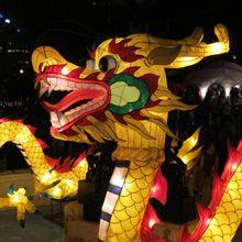 O festival das lanternas é celebrado na primeira lua cheia seguindo o calendário Chinês.
