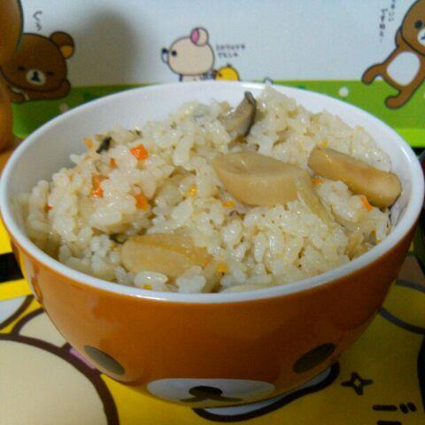 エリンギを松茸っぽく、エリンギを鮑っぽくして炊き込みご飯にした「なんちゃって代用品炊き込みご飯」 - 4件のもぐもぐ - なんちゃって松茸&鮑の炊き込みご飯 by RINN0222