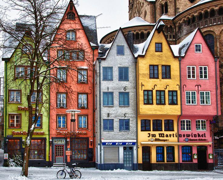 Maisons colorées à Cologne en Allemagne via blancgrenade.com