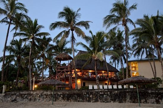 Outrigger on the Lagoon Fiji: The Sundowner bar and restaurant