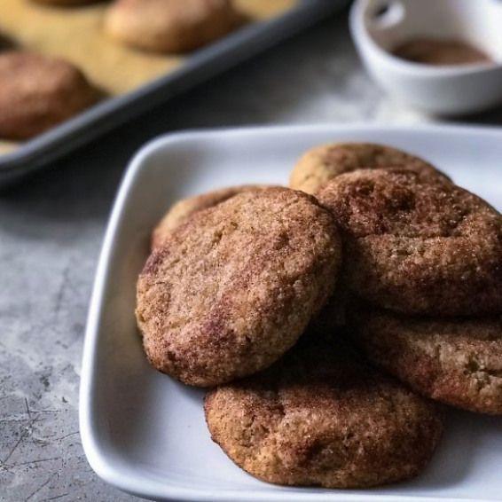 Keto Snickerdoodle Kekse. Innen weich und feucht und rundum knusprig …