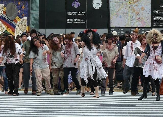 渋谷スクランブル交差点にゾンビの大群!子どもは泣き出し、ギャルは「ヤバイ」 - 画像1 : 映画ニュース - 映画.com