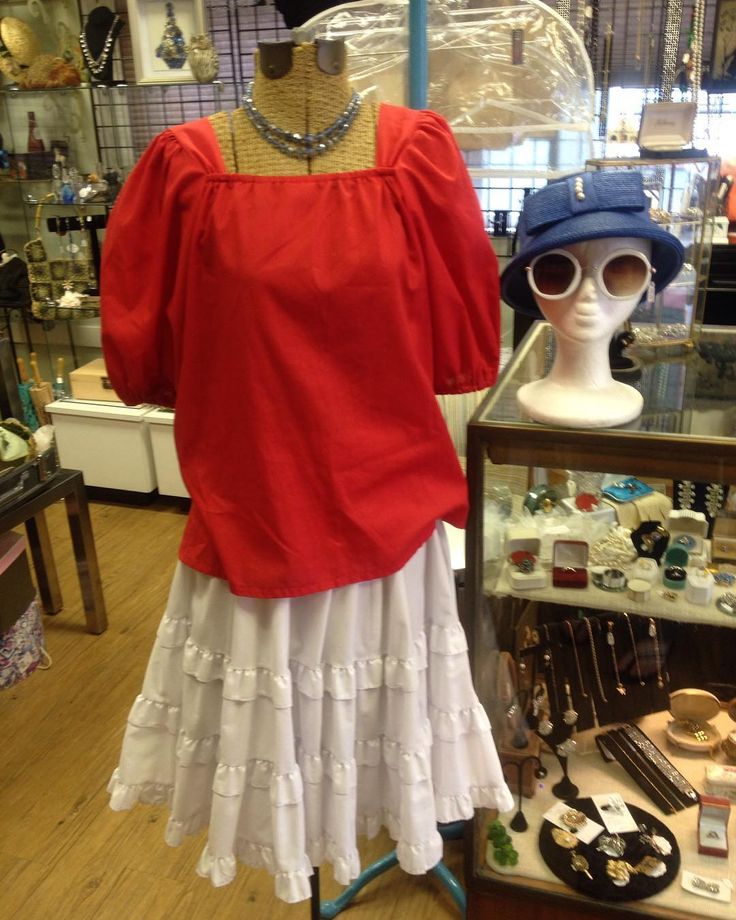 Start feeling the 4th! 🎆🏖🎉🍦🍺 -Red peasant blouse $29 -Square Dancing skirt $49 -Blue Crystal necklace $35 -Vintage hat $45 -Reproduction sunglasses $19.99 #86charlotte #vintage #sunglasses #peasentblouse #squaredanceskirt #ruffleskirt #boho #hat #strawhat #summer #blouse #reproduction #repro #peasenttop #staugustine #redwhiteandblue #redwhiteblue #4thofjuly