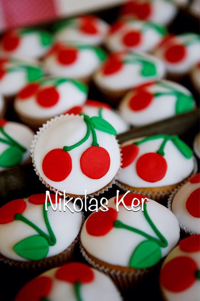 Cupcakes για τη βάπτιση της Σταυρούλας! #baptism#cherries#cupcakes www.nikolas-ker.gr