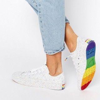 Sneaker-Liebling aus der2016Converse Pride Collection zur Unterstützung derLGBTA Communities: gesprenkelte Chuck Taylor Sneakers mit Regenbogen-Sohle (um 70 Euro)