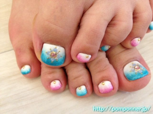 Foot of the gradient of blue and pink nail art based on the white    白をベースにブルーとピンクのグラデーションのフットネイル