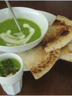 Pea soup with Thai green curry paste. Easy.