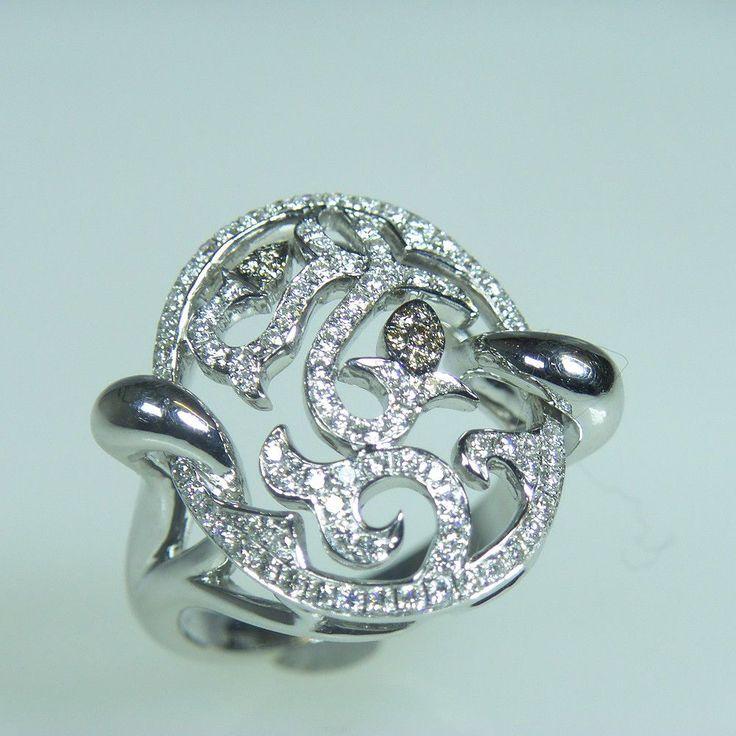 18 karaat witgouden diamantring model Jacqueline Oval, Ajour, bovenzijde volledig pave bezet met ca. 150 briljant geslepen diamanten samen 0.75. ct. H-vvs en 10 champagne kleurige diamanten samen 0.05 ct.