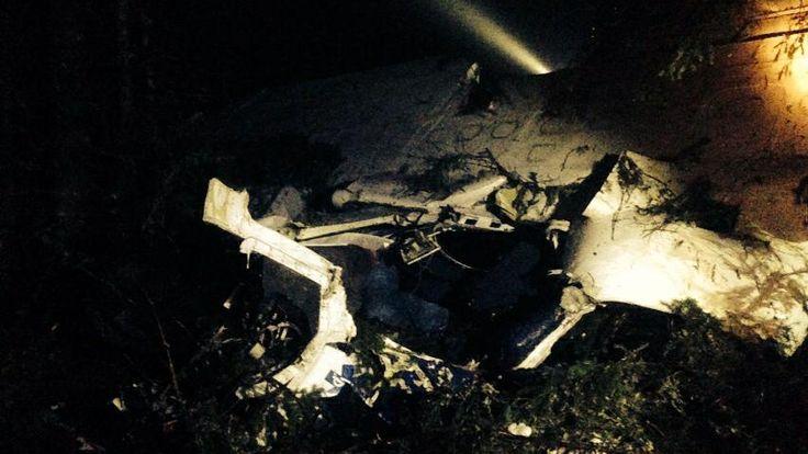 Guvernul României a dat publicitatii raportul prezentat premierului Victor Ponta de vicepremierul Gabriel Oprea pe marginea accidentului aviatic produs luni în Apuseni si a felului în care au decurs operatiunile de salvare. Raportul