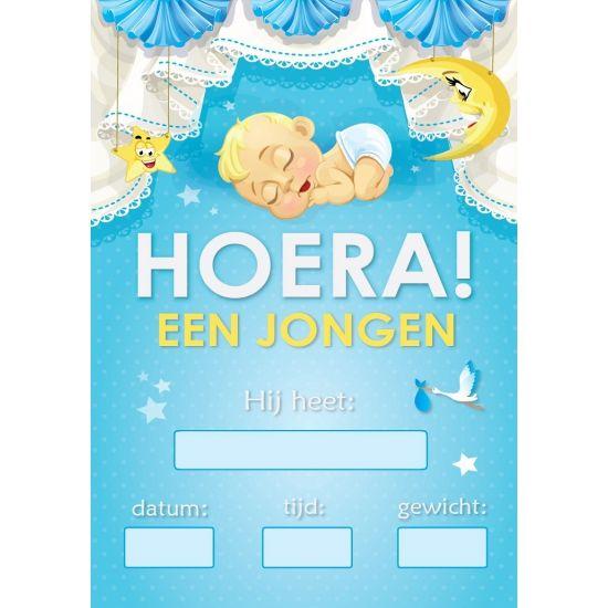 Mega poster Hoera een jongen! Geboorte versiering,  blauwe mega grote deur poster met tekstvelden waarop geschreven kan worden en de tekst: Hoera! Een jongen! Formaat: A1. Ongeveer 59 x 84 cm.