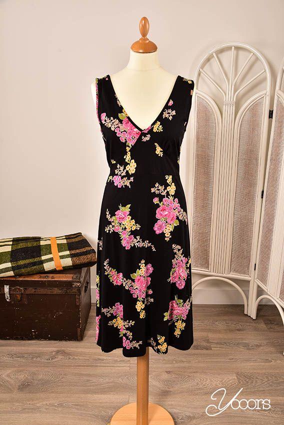 KING LOUIE jurk, maat L -- Aangeboden door yooors.nl. ---- Gebloemd King Louie jurkje zonder mouwen met een strik op de rug. De jurk bestaat uit 50% katoen en 50% modal.