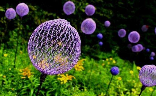 Идеи для сада. Цветы-шары из подручных средств своими руками