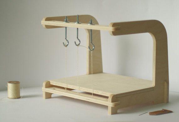 Marco para costuras de encuadernación   -   Bookbinding sewing frame