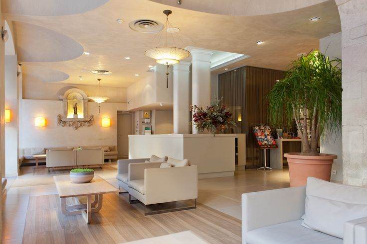 El hotel más antiguo de Barcelona  estudia renovar sus baños con alt_bath El que fuera el hotel más antiguo de Barcelona ha sido totalmente reformado y transformado en un espacio moderno y minimalista con 77 habitaciones . Construido en 1720, el edificio fue concebido originalmente como un convento, el célebre Convento de Sant Agustí. Lo fue durante 120 años hasta convertirse en hotel. Tras pasar por varias renovaciones, ahora confía a Alt-bath la rehabilitación y renovación de sus baños.