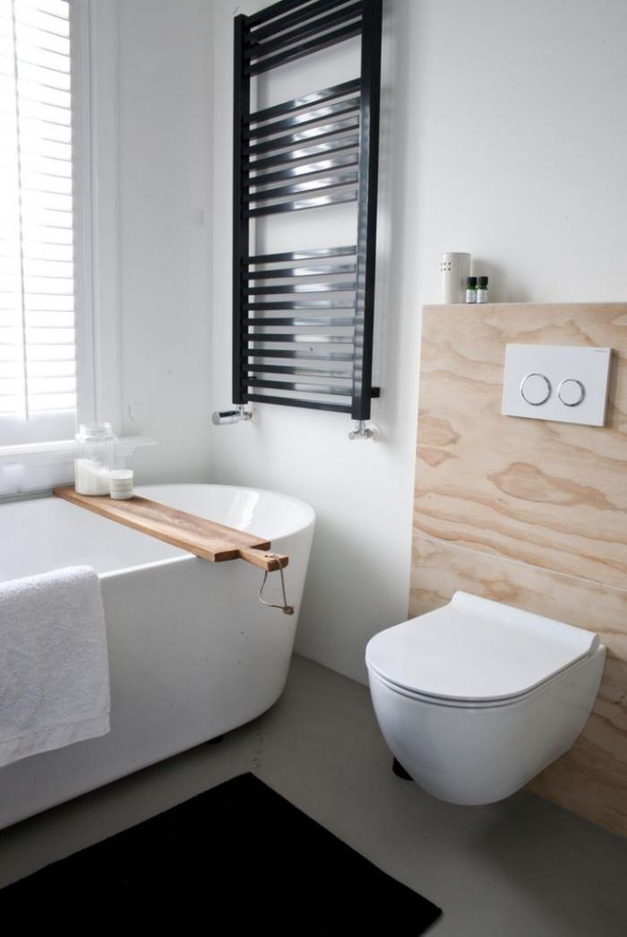 salle de bain scandinave, équipement simple en bois et blanc