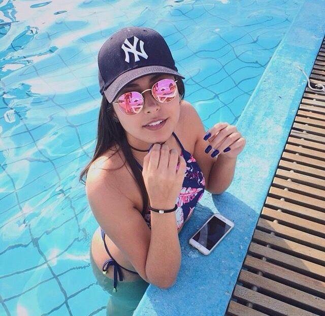 Sol e piscina Sígueme para más contenido Mariana Arbeláez Vargas