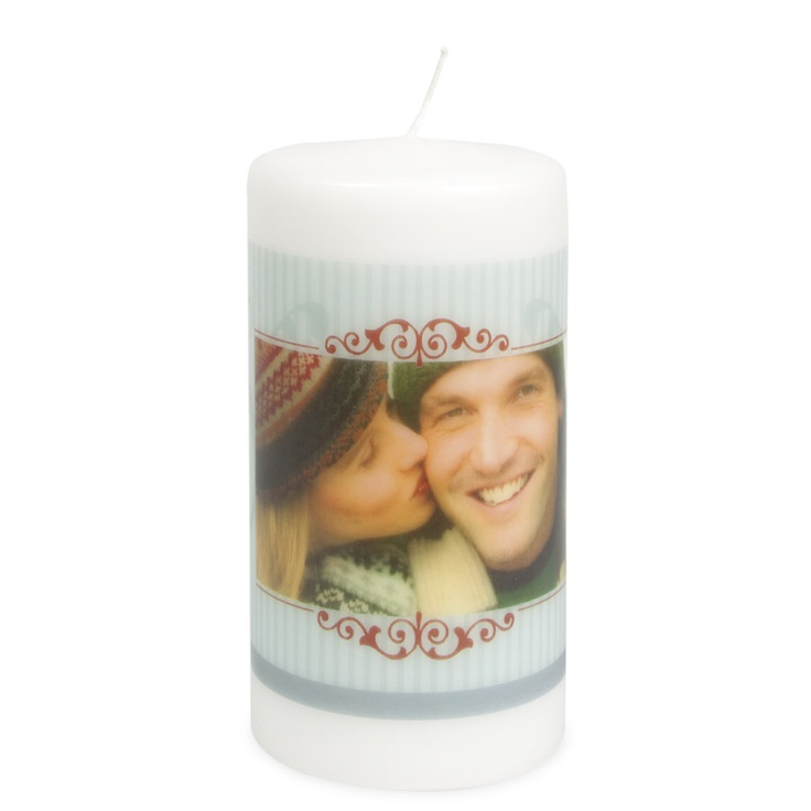 With a personal candle you will be able to customize your Christmas table.