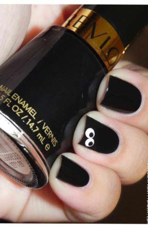 Chic Halloween Nail Art Ideas. halloween nails for girls #Halloween #nails www.loveitsomuch.com