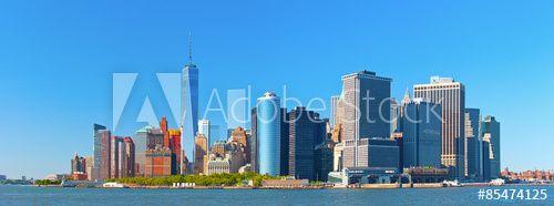 Нью-Йорка Нижний Манхэттен и финансовый район Уолл-стрит, здания, пейзаж в прекрасный летний день с голубым небом