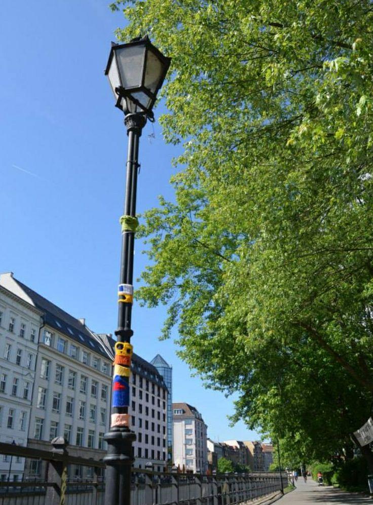 Yarn bombing, streetart Berlin