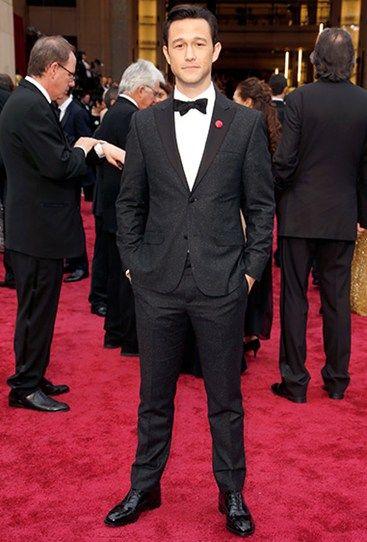 *Swoon*. Joseph Gordon-Levitt looks his usual smokin' self. #Oscars