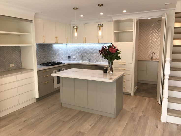 """WOW! This kitchen is definitely a show stopper! Loving this traditional look and two-toned cabinetry colours from @duluxuk in """"White Verdict Quarter"""" and """"Paving Stone"""""""
