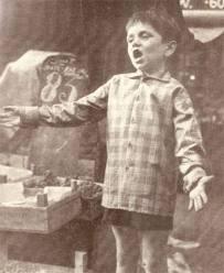 Andre Hazes- Als 8jarige jongen zingend op de Albert Cuyp markt.