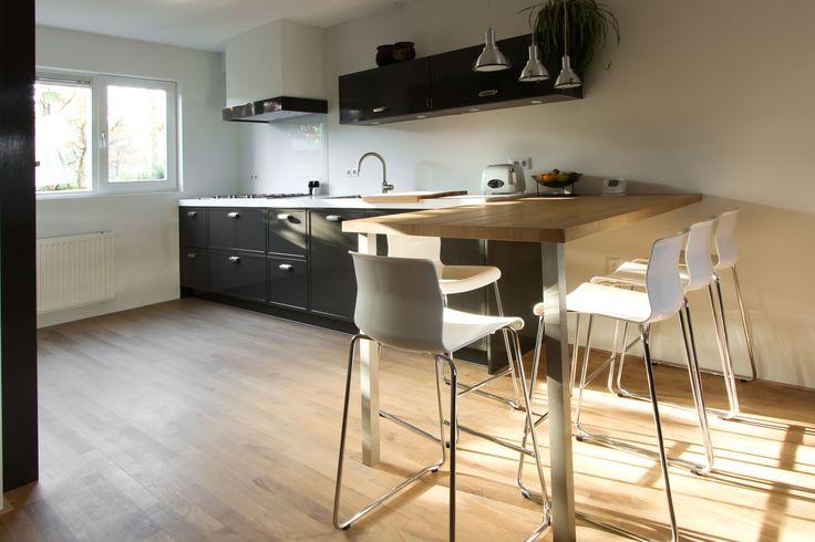 Keuken hoogglans met strijklak tafel barrock keukenblad schouw landelijke keuken - Keuken met tafel ...
