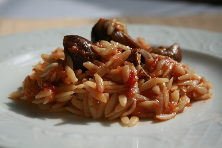 Snails with barley shaped pasta («Kritharato»)     Ingredients & Preparation at:  http://fereikos-gefsis.com/index.php?option=com_k2=item=item=88=185=en