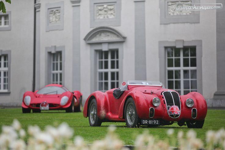 Zweimal Rot! Alfa Romeo 6C 2500 Spyder Corsa und Ferrari 330 P4 (Replica) ... © Bruno von Rotz für Zwischengas  #zwischengas #classiccar #classiccars #oldtimer #oldtimers #classic #fahrzeug #auto #car #cars #vintage #retro #AlfaRomeo #Ferrari