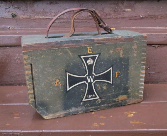 Antique boîte de munitions de la première guerre mondiale AEF American Expeditionary Force 130e bracelet cuir MG BN. poignée Olive Drab Colombe à queue en bois coffret bois Croix de fer