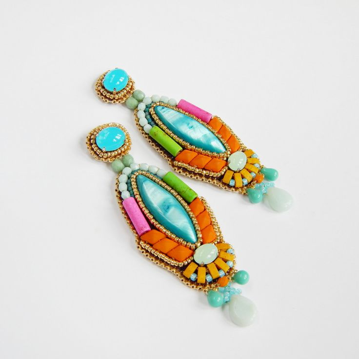 Leniwiec Domowy: The Power of Color - earrings with nacre as a focal point.