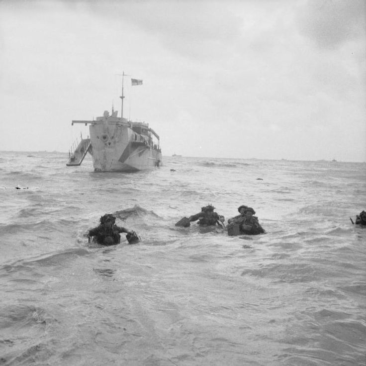 OPERATION OVERLORD NORMANDY LANDINGS D-DAY 6 JUNE 1944 (B 5092)   Troops wading ashore, 6 June 1944. #WWII #War