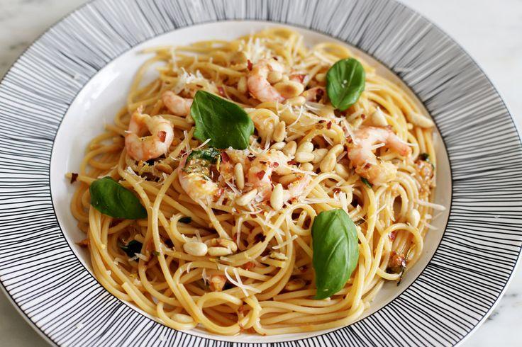 spagetti med räkor, citron och salvia