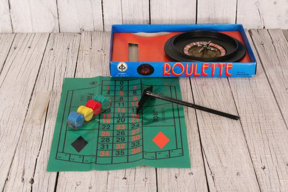Roulette wheel - Roulette gambling game - Roulette game - Made in Hong Kong roulette game - Old room games - Casino game - Table game