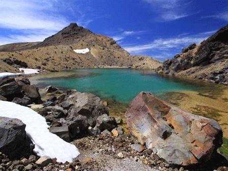 Tongariro Alpine Crossing, Tongariro National Park, NZ. The best one day walk in New Zealand.