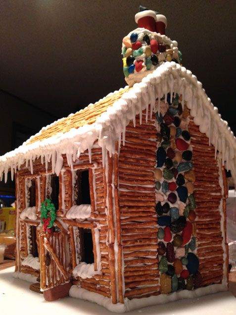 Love the pretzels as logs on this pioneer cabin gingerbread house!