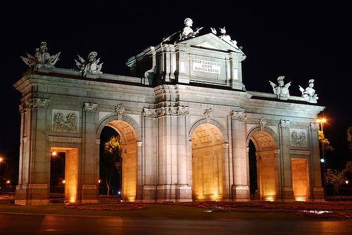"""""""Puerta de Alcalá (noche)"""" by hermenpaca"""