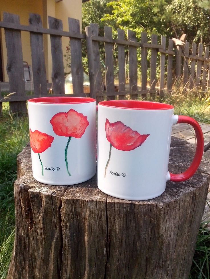 Two cups with poppies