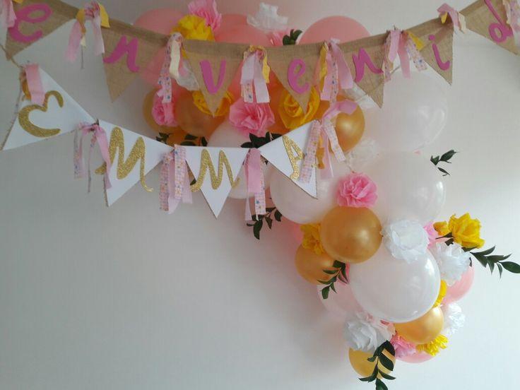 Decoración con globos y festón shower niña