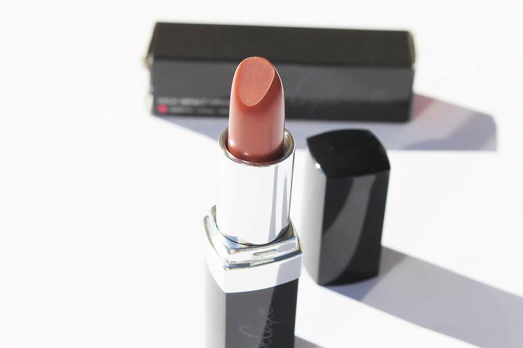 LR Deluxe High Impact Lipstick // http://juravlinka.com/blog/makeup/lr-deluxe-high-impact-lipstick/
