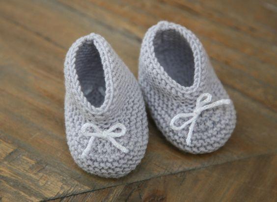 Explications pour réaliser facilement des petits chaussons pour bébé au tricot...: