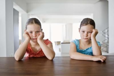 Cosas para hacer en casa cuando tus hijos están aburridos | eHow en Español