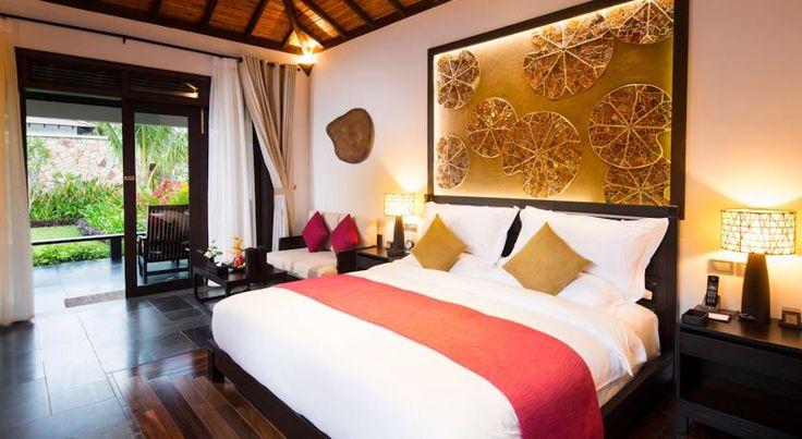 Amiana Nha Trang bao gồm 113 phòng khác nhau cho quý khách lựa chọn từ phòng rộng 48 m2 đến phòng biệt thự sang trọng hướng biển, được thiết kế theo triết lý thuần chất thiên nhiên với nội thất được làm từ vật liệu địa phương tạo sự hài hòa, tinh tế và sang trọng.