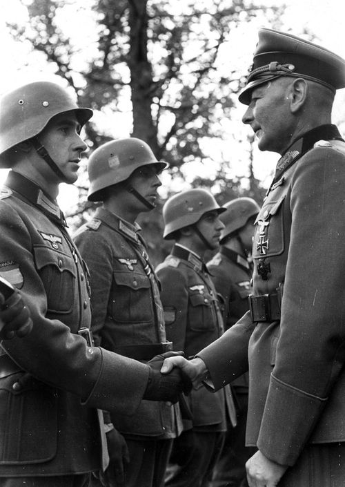 Blue Division: Spaniards who fought against the USSR 80