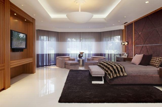 schlafzimmer lila wandpolsterung weiß hochglanz boden